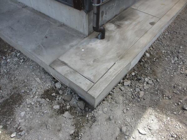 四隅のコンクリート