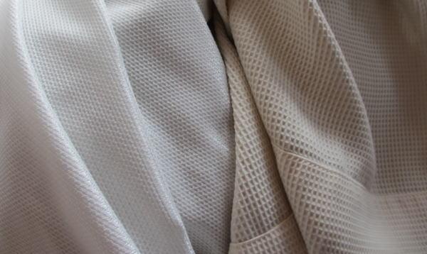 薄汚れたカーテン