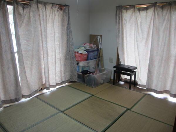 場さんの部屋のカーテン