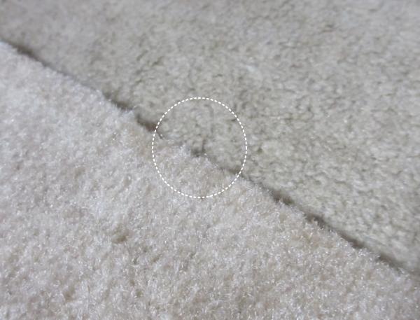 薄汚れたカーペット