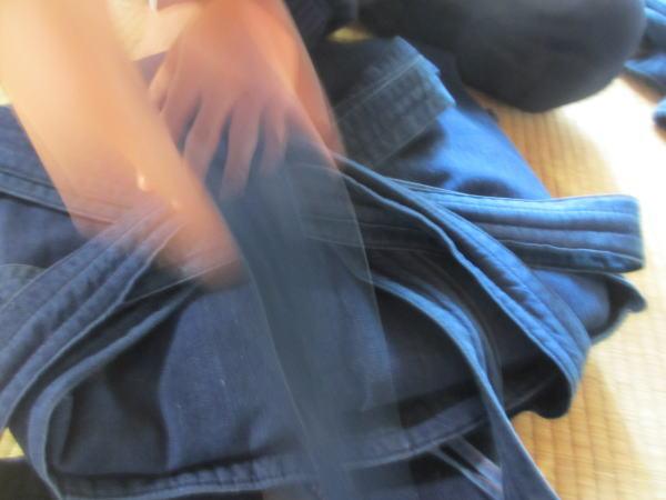 剣道の袴を畳む