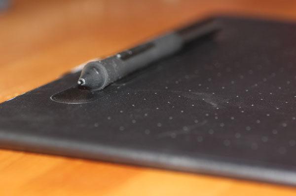 ペンタブのペンが転がる
