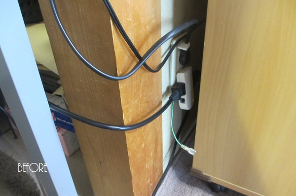 パソコン周りの電気ケーブルをスッキリさせる