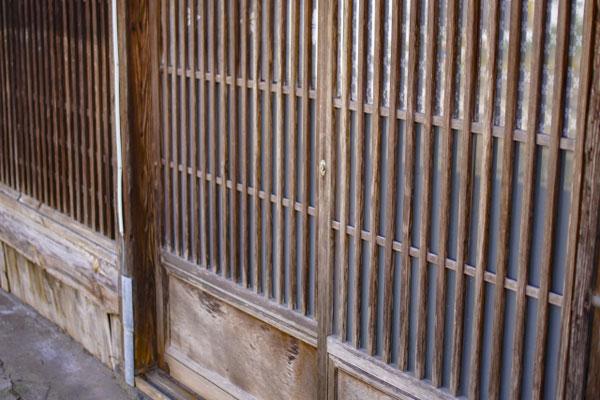 古い民家の玄関