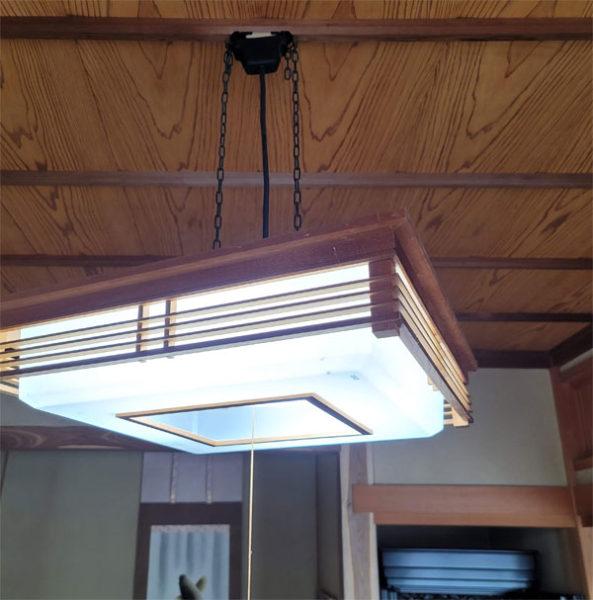 和室の蛍光灯