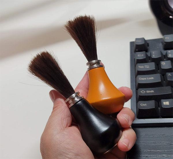 黒もオレンジもどっちもステキなキーボードブラシ