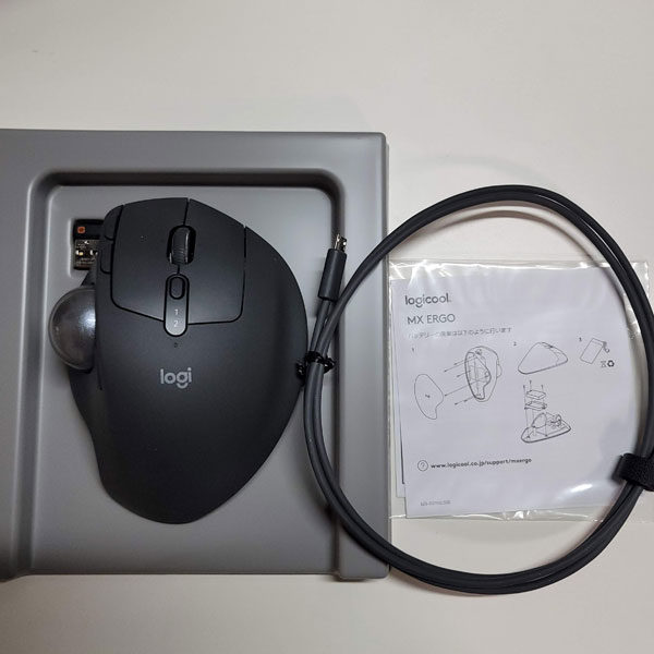 充電用USBケーブル、マウス、保証書